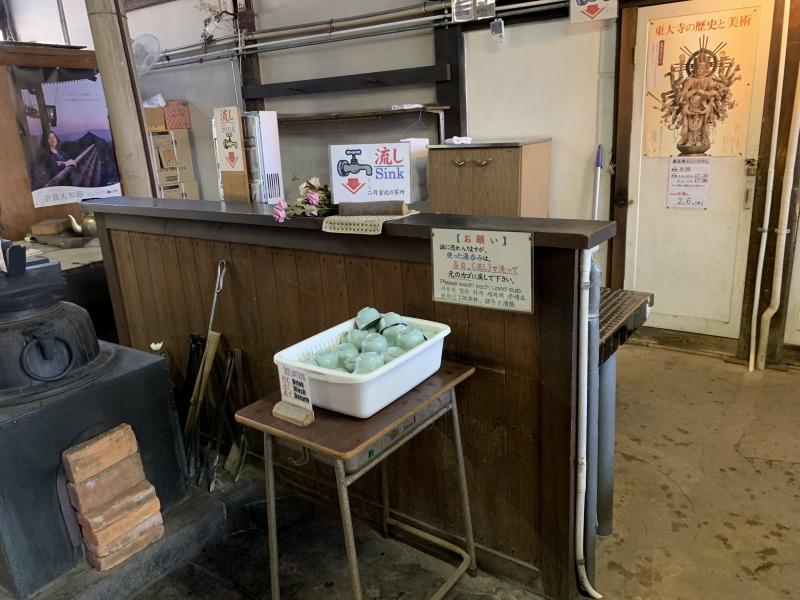 二月堂北の茶所セルフサービスの無料休憩所