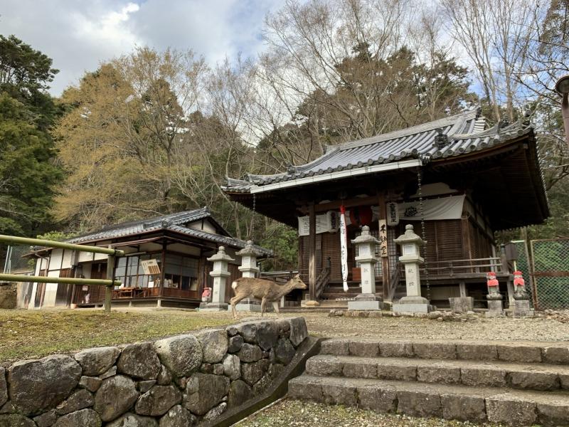東大寺不動堂と御朱印受納所