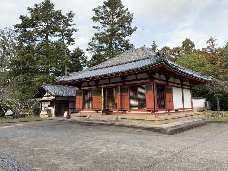 東大寺念仏堂と御朱印受納所